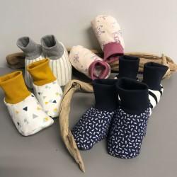 Chaussons type chaussettes pour bébé mixte