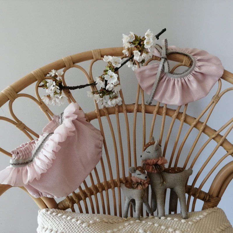 Bloomer tissu rose pailleté. Volant de mousseline sur l'arrière